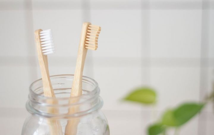 Should I Change My Toothbrush? Find Out the Signs It's ...